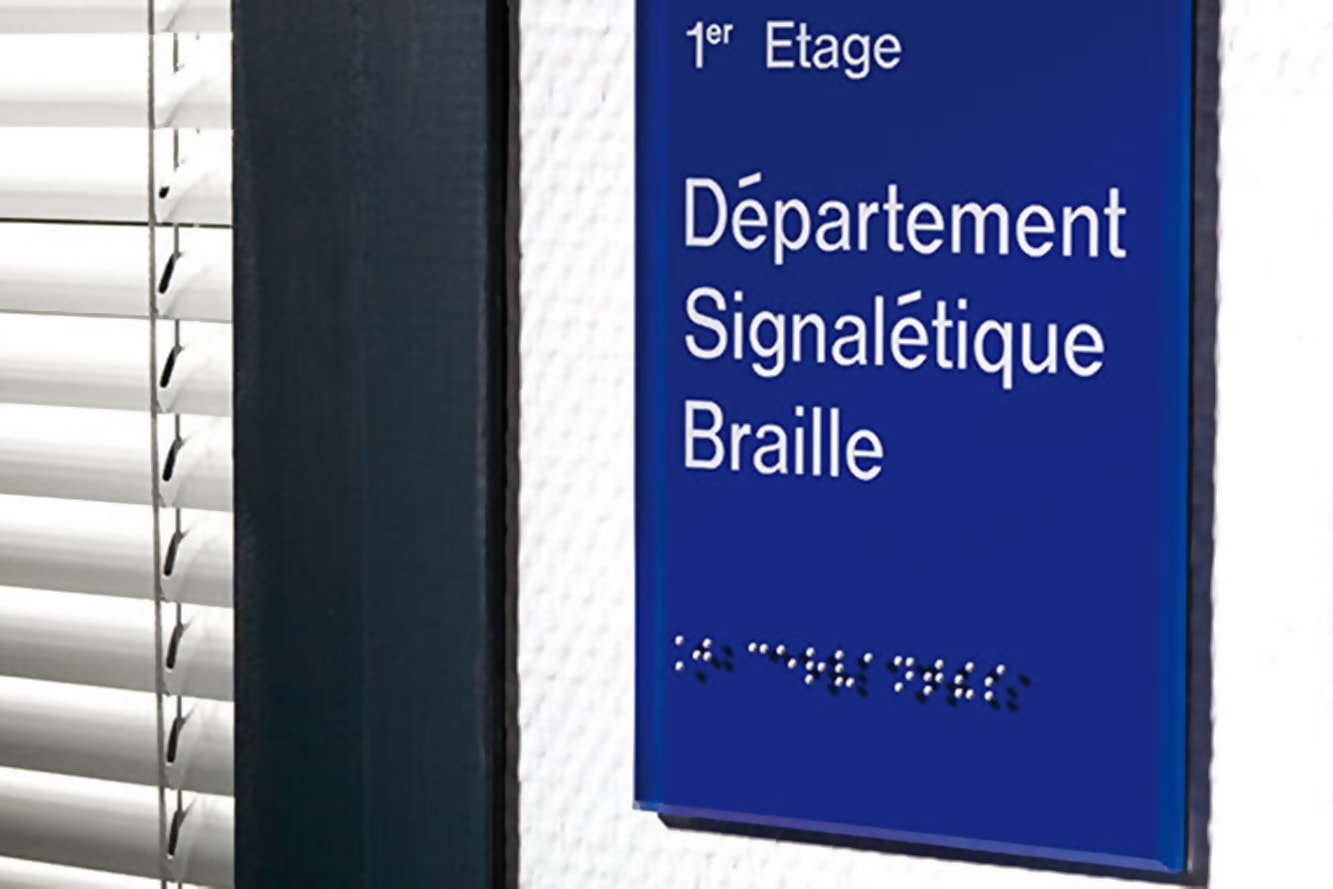 accessibilite-plaque-de-porte-en-braille