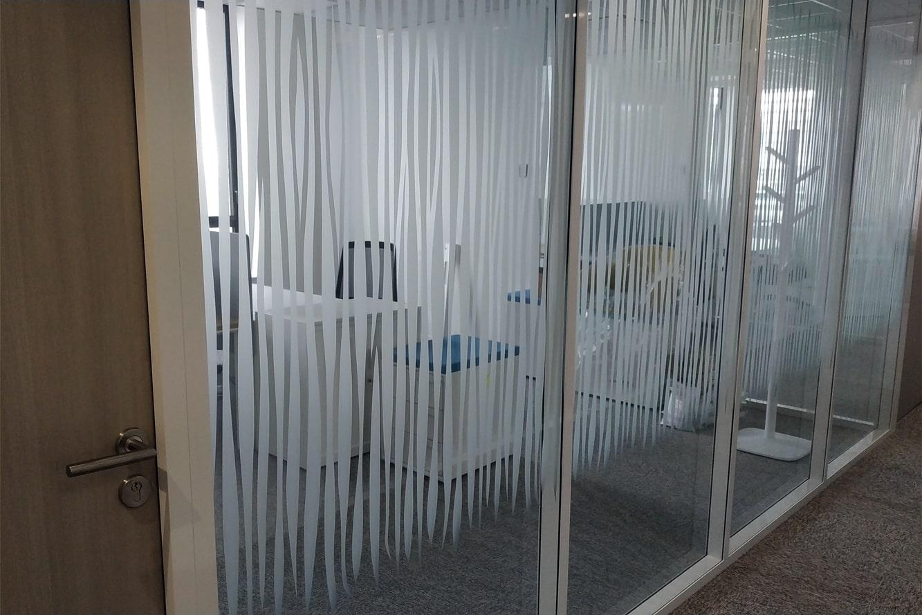 decoration-vitrophanie-bureau-vitree-zebre-zebrure