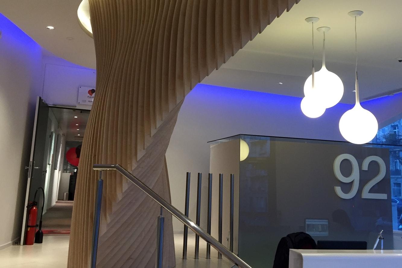 signaletique-decorative-design-numero-3d-rue-batiment