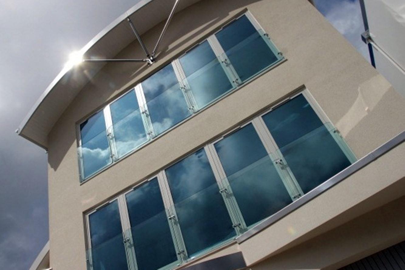 traitement-de-vitrage-protection-solaire-adhesif-fenetre-uv