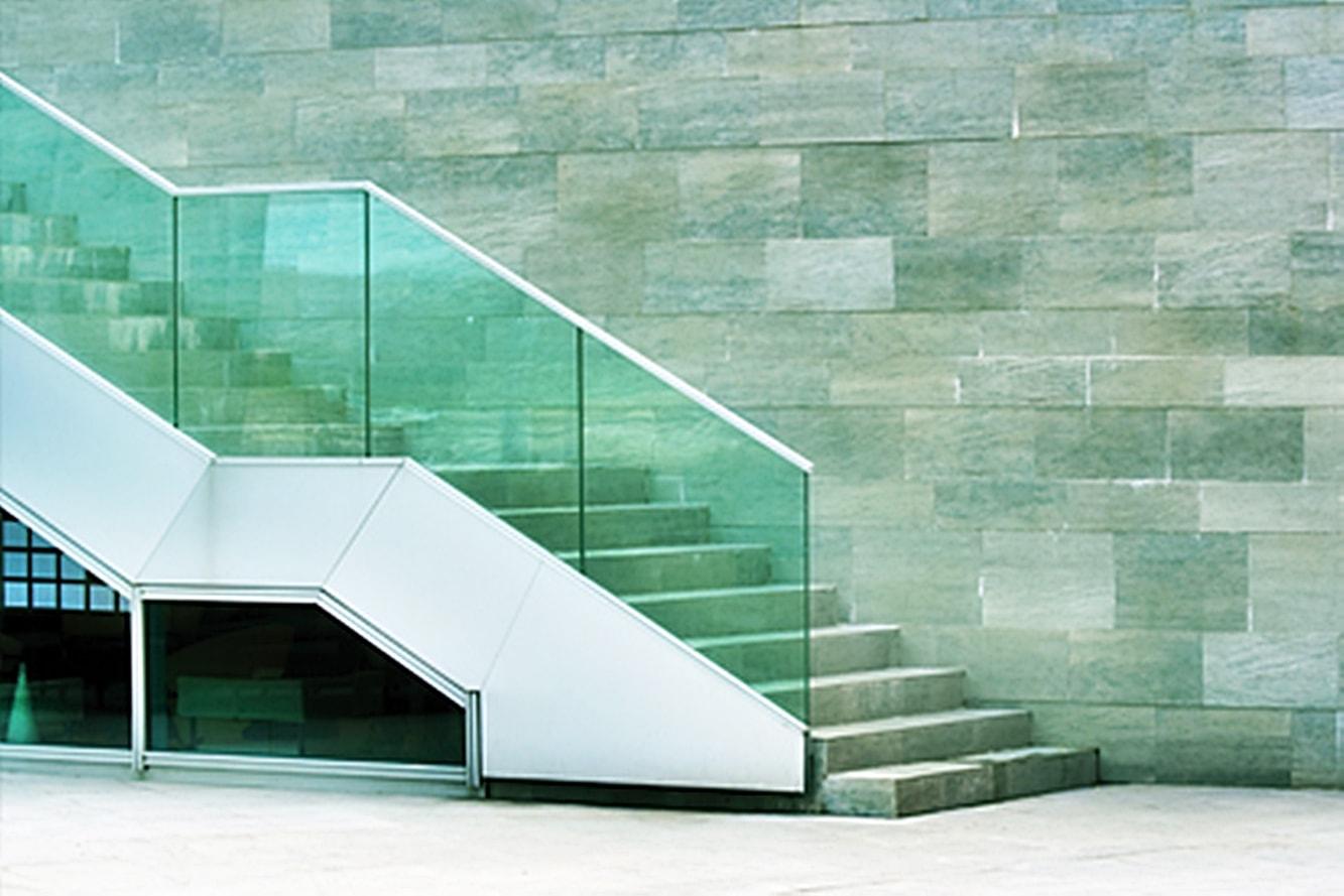 traitement-de-vitrage-securite-anti-coupure-adhesif-escalier
