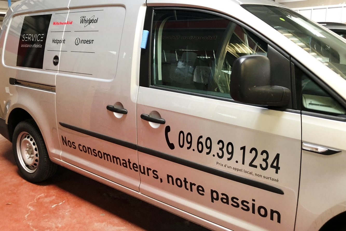 vehicule-flotte-decoration-lateral-telephone