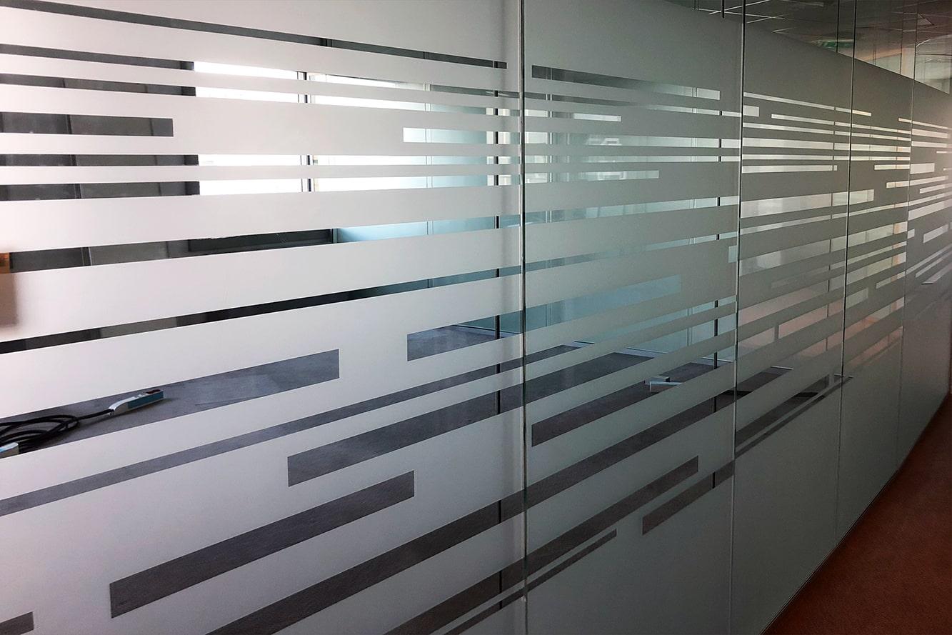vitrophanie-bureau-depoli-bandes-horizontales